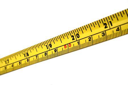 Una striscia del nastro di misurazione giallo e nero.