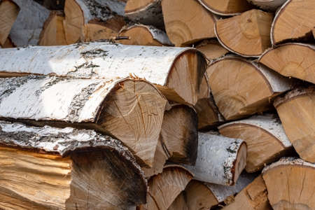 Stack of dried firewood from birch wood. Harvesting wood for the winter. Firewood background, texture. Close-up 版權商用圖片