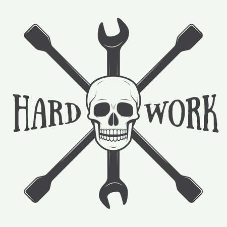 mecanico: Logotipo de la etiqueta mecánico vector vendimia con el cráneo, llave inglesa. Ilustración vectorial