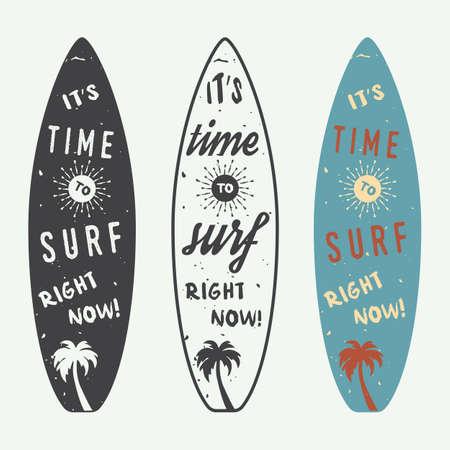 Set Surfen Logos, Etiketten, Abzeichen und Elemente im Vintage-Stil. Vektor-Illustration Standard-Bild - 44283556