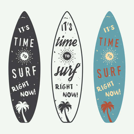 Set van surfen logo's, etiketten, badges en elementen in vintage stijl. Vector illustratie