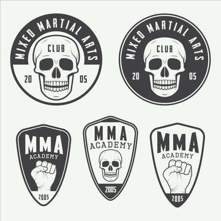 Ensemble de cru arts martiaux mixtes logo, insignes et emblèmes. Vector illustration Banque d'images - 45515594