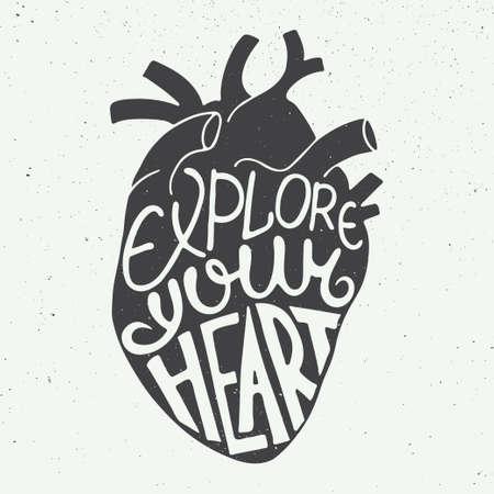 corazon en la mano: Tarjeta del vector con mano dibuja único elemento de diseño de la tipografía para tarjetas de felicitación, grabados y carteles. Explora tu corazón en corazón anatómico en el fondo de la vendimia