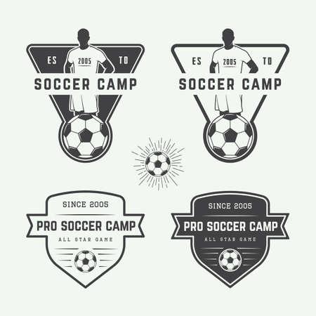ビンテージ サッカーまたはフットボールのロゴ、エンブレム、バッジのセットです。ベクトル図