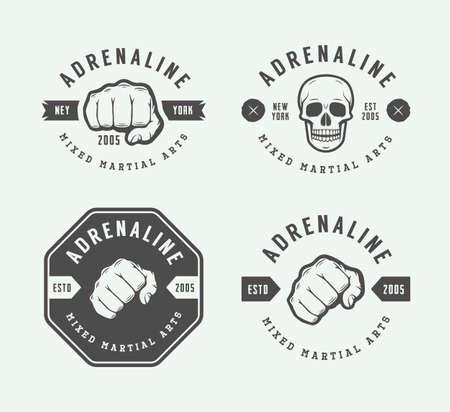 Conjunto de artes marciales mixtas de época o logotipos con mazo, emblemas, insignias, etiquetas, marcas y elementos de diseño. arte gráfico retro. Ilustración del vector.