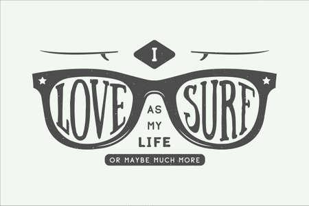 gafas de sol: Vintage de motivación surf verano y cita inspiradora. Me encanta de surf como mi amor o tal vez mucho más. Gafas de sol con tablas de surf en estilo retro con cita. Diseño gráfico. Ilustración del vector. Vectores