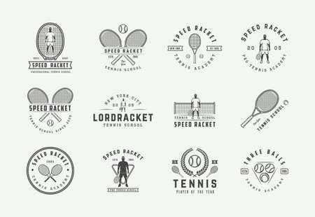 Set di emblemi da tennis vintage, distintivi, etichette ed elementi di design. Illustrazione vettoriale. Arte grafica monocromatica. Vettoriali