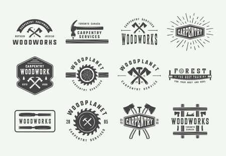 Conjunto de carpintería vintage, carpintería y etiquetas mecánicas, insignias, emblemas y logotipos. Ilustración vectorial. Arte gráfico monocromático
