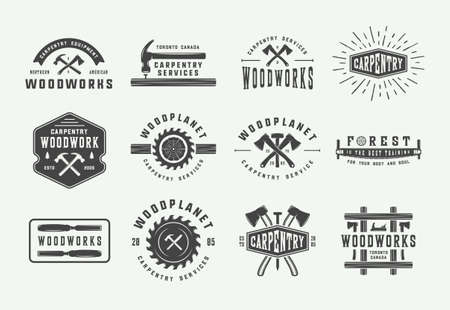 Satz von Vintage-Zimmerei, Holzarbeiten und mechanischen Etiketten, Abzeichen, Emblemen und Logos. Vektor-Illustration. Monochrome Grafik