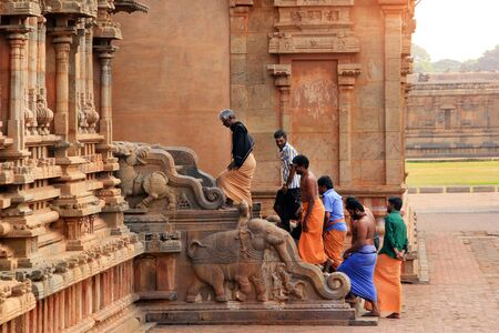 India Tanjavur : Indian pilgrims visit the temple