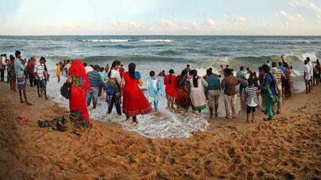 "India Mahabalipuram - 2017 31 december: ""Indians people have fun on the beach"" Redakční"