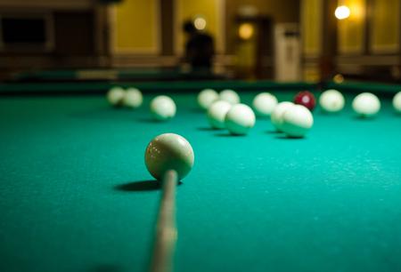 Table et sphères pour le jeu au billard
