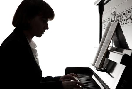 tocando piano: músico