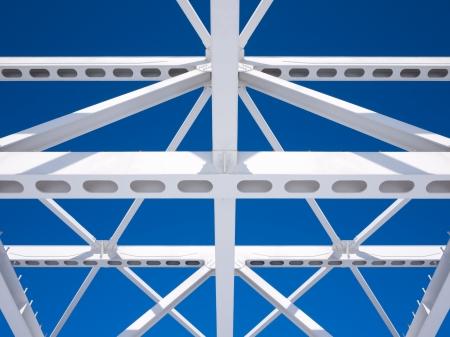 Steel beams against the blue sky  Fragment construction site  Standard-Bild