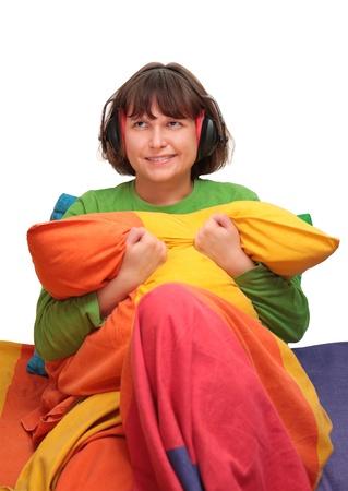 anti noise: ragazza a letto con le cuffie