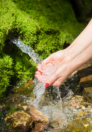 purls: Spring water flows in female hands
