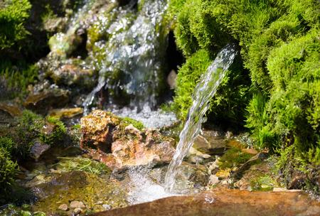 Fuente de agua de manantial Foto de archivo - 31057710