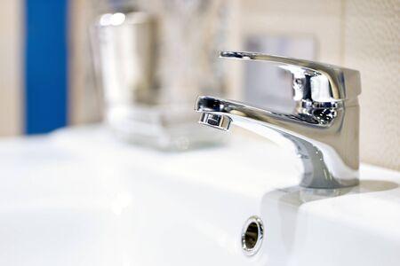 grifos: grifo en el baño