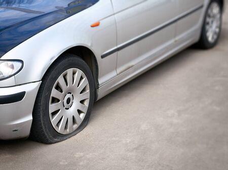 flat tire: flat tire of the car