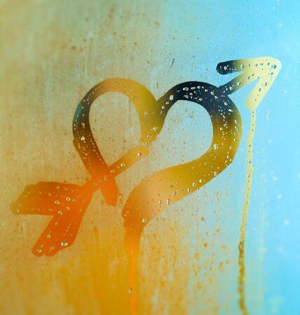 Heart pierced by arrow. Drawing on the sweaty mirror or glass.       Stock fotó