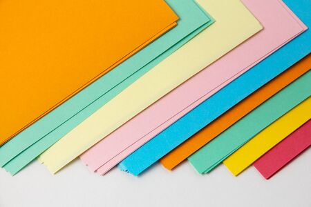 Spread out multi-colored sheets of paper for creativity and entertainment. 版權商用圖片 - 145047680