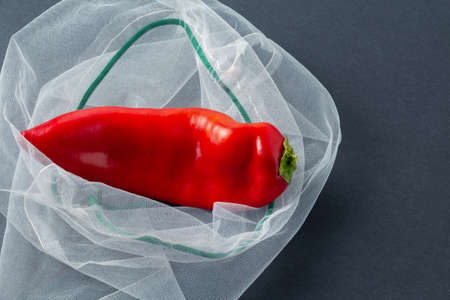 One red chilli pepper in a reusable mesh bag 版權商用圖片