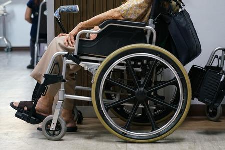 paraplegico: silla de ruedas en el hospital Foto de archivo
