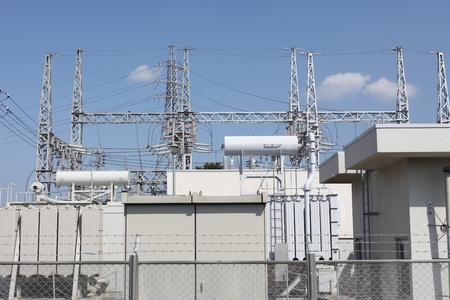 青い空と電力変換変電所