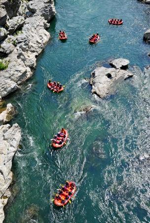 競争ゲーム Yosino 川のいかだで運ぶ川で徳島県 - 7 月 20 日: アクション。2008 年 7 月 20 日徳島県。