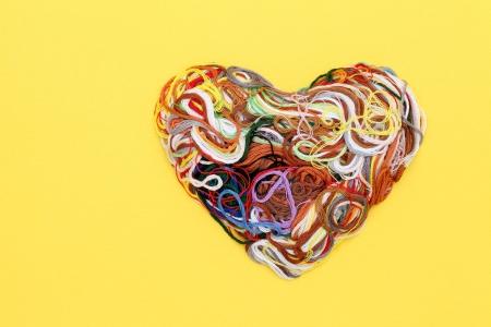 Entangled threads, heart shape Standard-Bild