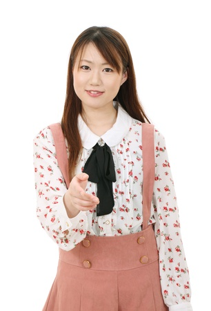 若いアジアの女性を提供するハンドシェイク 写真素材