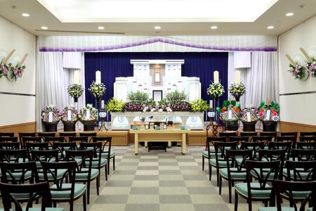 日本スタイルの葬儀の場面