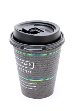 tasse de papier de café isolé sur fond blanc