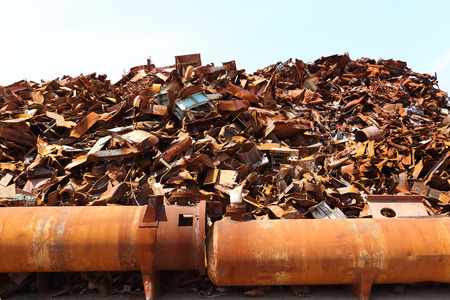 Pile of scrap metal at a recycling facility Imagens - 39537468
