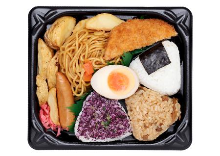 envases de plástico: almuerzo bento japonés aislado en el fondo blanco