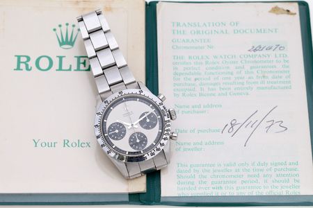 Rolex cosmograph daytona vintage wrist watch in a display window