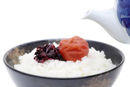 Ochazuke-Japanese cuisine, chazuke with umeboshi and shiso Imagens