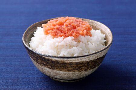 Japanes food, cooked white rice with Karashi mentaiko Foto de archivo