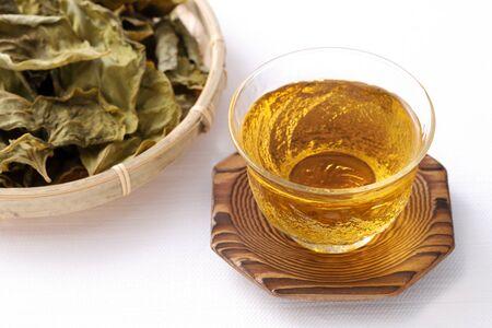 tea of persimmon leaves, herbal medicine