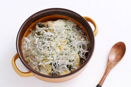 Roasted potatoes and cheese with shirasu in a dish