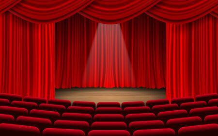 rote Stühle und roter Vorhang auf der Bühne im Saal