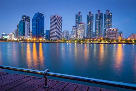 benjakitti: Bangkok city downtown Thailand - Marchl 21 2015 : Landscape of Bangkok city in night time. Capture from Benjakitti Park, Bangkok, Thailand