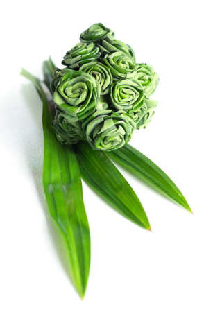 nus: Fresh Pandanus leaf weave to rose bouquet isolated on white background. selective focus Stock Photo