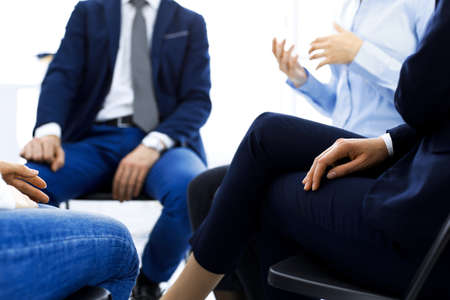 Group of people sitting in a circle during therapy. Meeting of business team participating in training Stockfoto