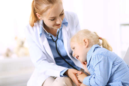 Doctor and a little blonde girl. Usual health exam. Medicine and healthcare concept Stockfoto
