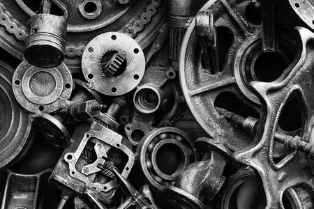 Steampunk background, machine parts, large gears and chains from machines and tractors. Old rusty machine and mechanical parts. Springs, bearings, pistons, crankshafts, camshafts. Stockfoto