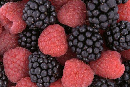 ラズベリーおよびブラックベリー。フルーツの背景