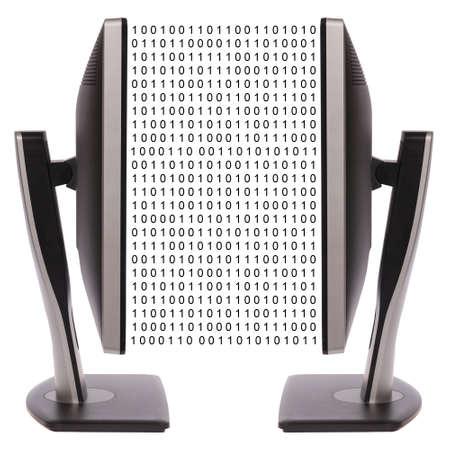 白い背景の上の 2 つのコンピューターのモニター。デジタル データ交換