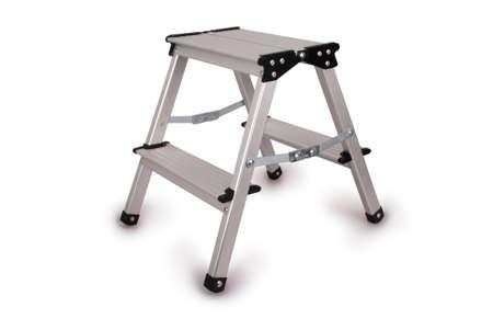 小さな金属製のはしごは、白い背景で隔離。クリッピング パスの写真