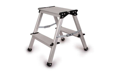 Kleine Metall-Leiter isoliert auf weißem Hintergrund. Foto mit Clipping-Pfad